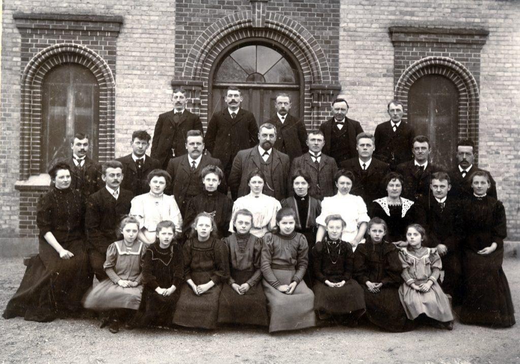 Dilettanter 1908 foran det gamle forsamlingshus